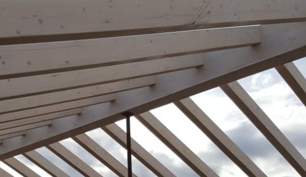 estructura de madera laminada de abeto acabada con lasur natural ecológico Biorox